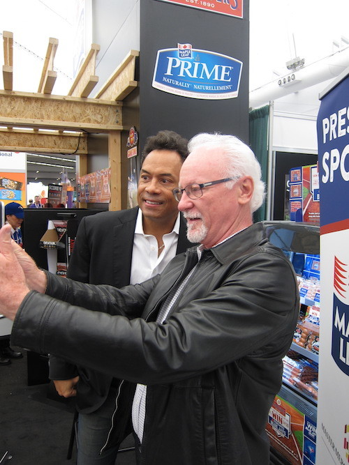 Ross Bletsoe takes a selfie with Roberto Alomar