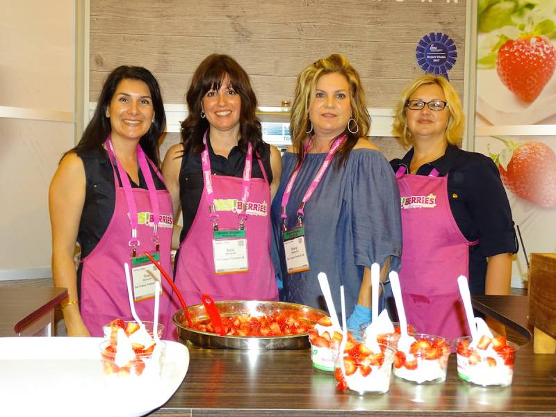 Del Frescos Tina DAlimonte Suzy DAlimonte Cheryl Mastronardi and Fiona McLean with YESBerries