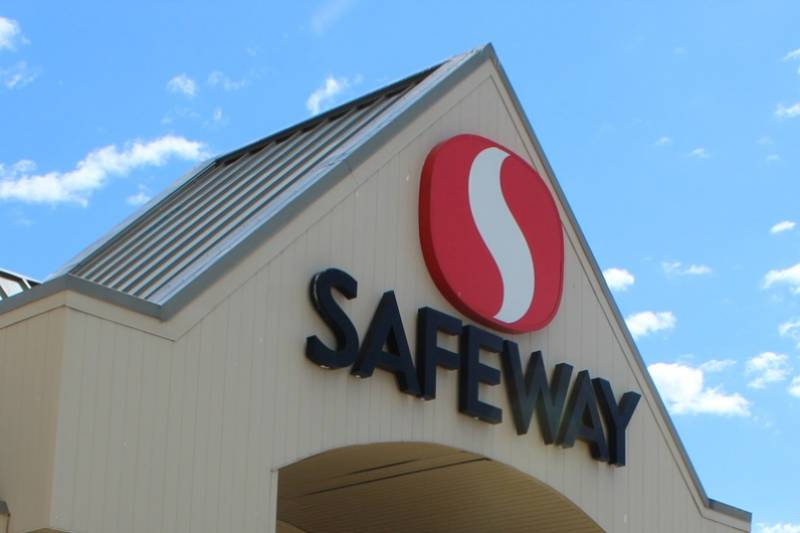 Manitoba Safeway employees reach deal before legal strike position