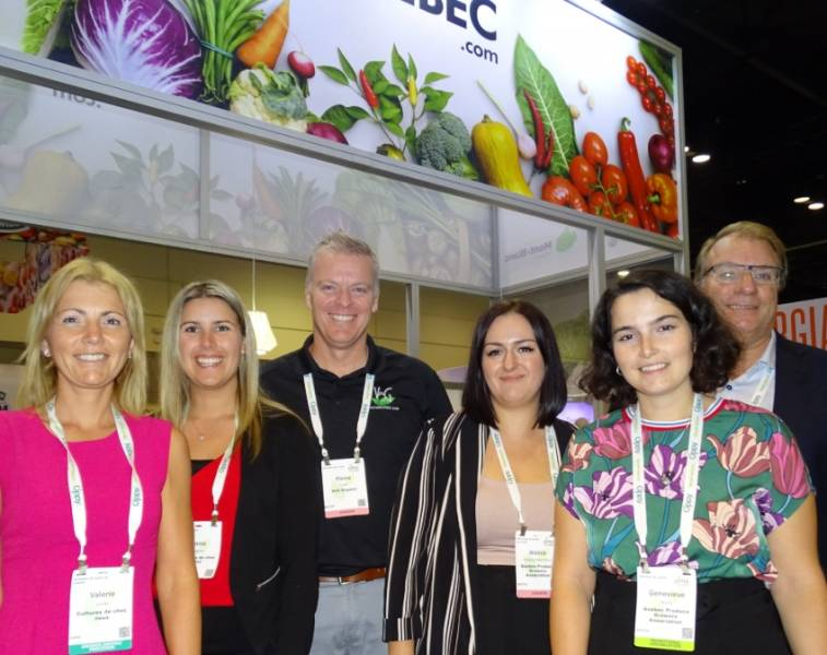 A strong presence from Québec at PMA with - from left to right - Valérie Jutras and Annie Gagnon (Les cultures de chez nous inc.), Pierre Cayer (V6G Organic), Jessica St-Pierre (Mont-Blanc Products), Geneviève Morin