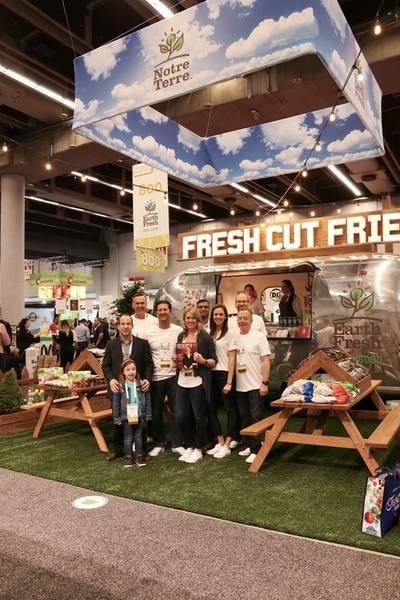 Earth Fresh team and Best Island Booth + Fresh Health Award winner