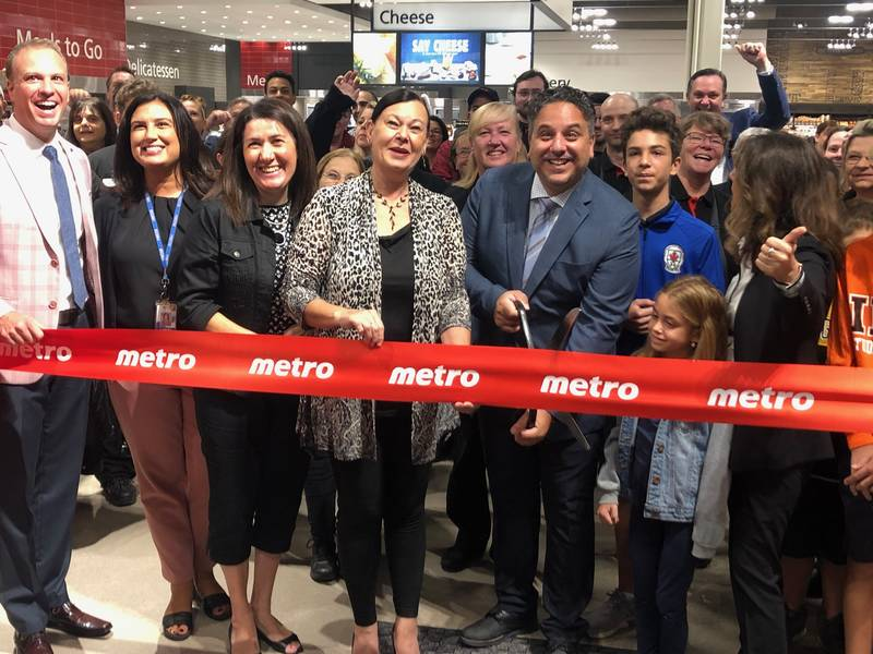 The ribbon cutting at Metro's new Winona Crossing store