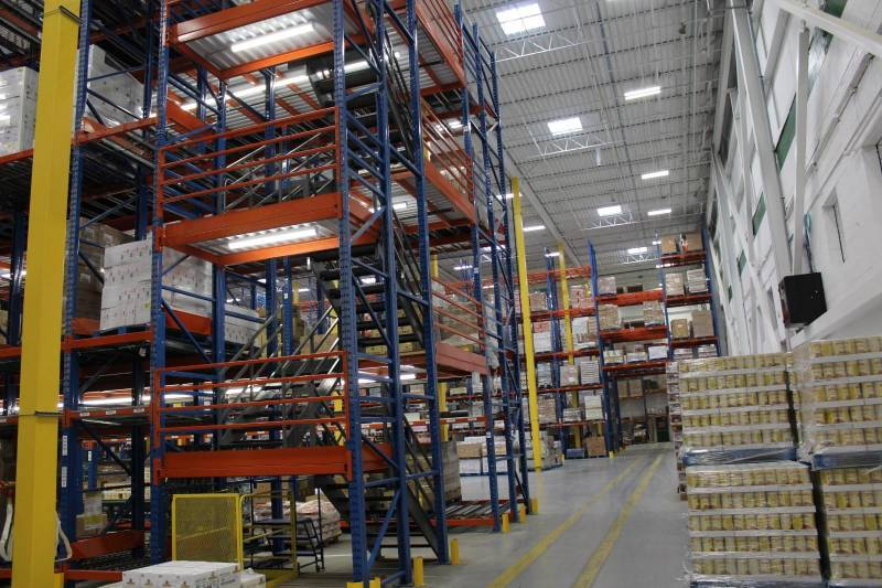 Aurora Importing & Distributing's new Cash & Carry store includes a new warehouse