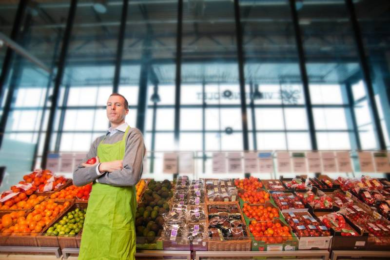 Metro, Loblaw extend increased pay for employees working through the pandemic