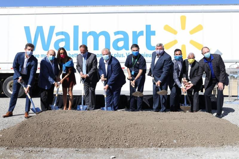 Walmart breaks ground on new DC. Marc Muzzo, Angelo De Gasperis, Founder and Principal of Condor Properties, Jessica Maggioni, Condor Properties, Maurizio Bevilacqua, Mayor, City of Vaughan, Doug Ford, Ontario Premier, Horacio Barbeito, Walmart Canada President and CEO, Wayne Emmerson, York Region Chairman and CEO, Stephen Lecce, Ontario Education Minister, Vic Fedeli, Ontario Minister of Economic Development, Job Creation and Trade and John Yakabuski, Ontario Minister of Natural Resources and Forestry. (CNW Group/Walmart Canada)