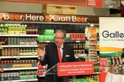 Ontario reduces fees for independent grocers
