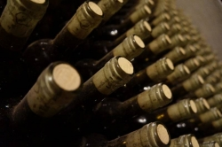 U.S. ups ante in row over restricted wine sales in Canada